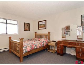 """Photo 7: 204 5294 204TH Street in Langley: Langley City Condo for sale in """"WATERS EDGE"""" : MLS®# F2803326"""