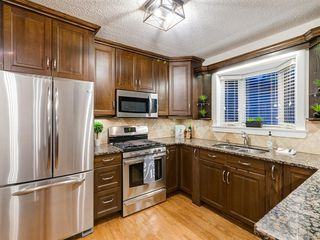 Photo 10: 438 Astoria Crescent SE in Calgary: Acadia Detached for sale : MLS®# A1010391