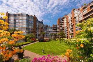 Photo 18: 803 1450 PENNYFARTHING Drive in Vancouver: False Creek Condo for sale (Vancouver West)  : MLS®# R2402553