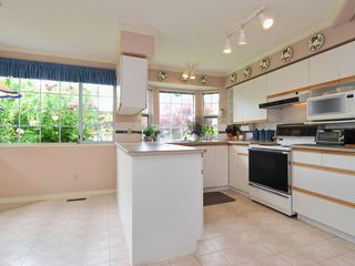 Photo 6: 4 6061 W Boundary Drive in Surrey: Boundary Drive to Railroad Townhouse for sale : MLS®# F2819610