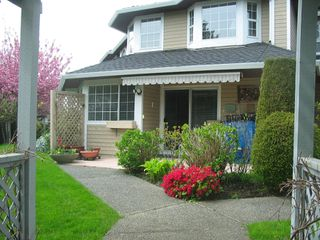 Photo 1: 4 6061 W Boundary Drive in Surrey: Boundary Drive to Railroad Townhouse for sale : MLS®# F2819610