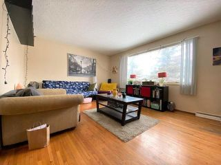 Photo 2: 2307 WESTMOUNT Road NW in Calgary: West Hillhurst Duplex for sale : MLS®# C4289811