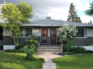 Photo 1: 2307 WESTMOUNT Road NW in Calgary: West Hillhurst Duplex for sale : MLS®# C4289811