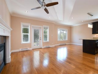 Photo 3: 1516 Westall Ave in : Vi Oaklands House for sale (Victoria)  : MLS®# 851512