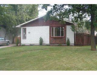 Photo 1: 114 EVENLEA Walk in WINNIPEG: North Kildonan Single Family Detached for sale (North East Winnipeg)  : MLS®# 2715044