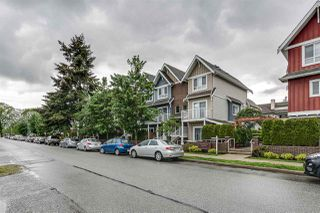 """Photo 1: 204 1661 FRASER Avenue in Port Coquitlam: Glenwood PQ Townhouse for sale in """"BRIMLEY MEWS"""" : MLS®# R2456312"""