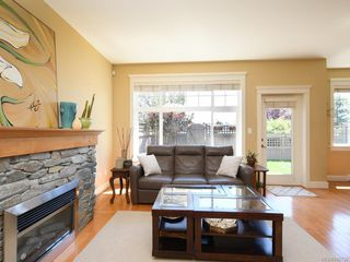 Photo 3: 20 1880 Laval Ave in : SE Mt Doug Row/Townhouse for sale (Saanich East)  : MLS®# 845730