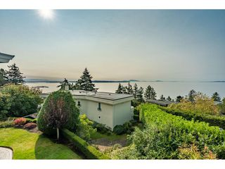 "Photo 17: 14502 MALABAR Crescent: White Rock House for sale in ""WHITE ROCK HILLSIDE WEST"" (South Surrey White Rock)  : MLS®# R2526276"