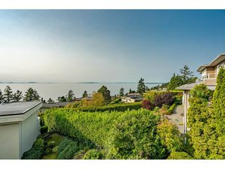 "Photo 18: 14502 MALABAR Crescent: White Rock House for sale in ""WHITE ROCK HILLSIDE WEST"" (South Surrey White Rock)  : MLS®# R2526276"