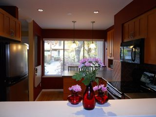 "Photo 5: 4764 FERNGLEN PL in Burnaby: Greentree Village Condo for sale in ""GREENTREE VILLAGE"" (Burnaby South)  : MLS®# V917733"