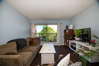 "Photo 5: 303 10468 148 Street in Surrey: Guildford Condo for sale in ""GUILDFORD GREENE"" (North Surrey)  : MLS®# R2493810"
