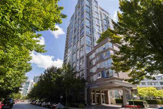 """Main Photo: 605 1228 MARINASIDE Crescent in Vancouver: Yaletown Condo for sale in """"CRESTMARK II"""" (Vancouver West)  : MLS®# R2497776"""