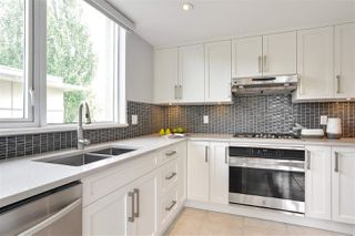 """Photo 6: 311 1383 MARINASIDE Crescent in Vancouver: Yaletown Condo for sale in """"THE COLUMBUS"""" (Vancouver West)  : MLS®# R2517946"""