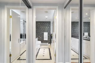 """Photo 10: 311 1383 MARINASIDE Crescent in Vancouver: Yaletown Condo for sale in """"THE COLUMBUS"""" (Vancouver West)  : MLS®# R2517946"""