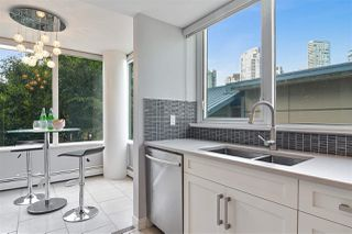 """Photo 5: 311 1383 MARINASIDE Crescent in Vancouver: Yaletown Condo for sale in """"THE COLUMBUS"""" (Vancouver West)  : MLS®# R2517946"""