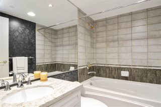"""Photo 13: 311 1383 MARINASIDE Crescent in Vancouver: Yaletown Condo for sale in """"THE COLUMBUS"""" (Vancouver West)  : MLS®# R2517946"""