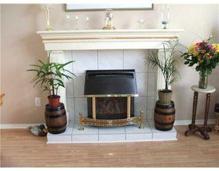 Photo 3: 12382 NIKOLA ST in Pitt Meadows: House for sale : MLS®# V865607