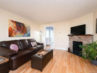 Photo 2: 3213 Doncaster Dr in Saanich: SE Cedar Hill House for sale (Saanich East)  : MLS®# 836322