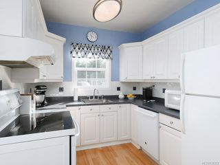 Photo 5: 3213 Doncaster Dr in Saanich: SE Cedar Hill House for sale (Saanich East)  : MLS®# 836322