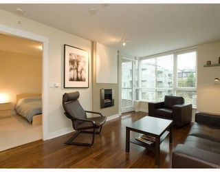 Photo 2: 406-160 West 3rd Street in North Vancouver: Lower Lonsdale Condo for sale : MLS®# V790001