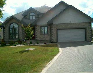 Photo 1: 102 SHORELINE Drive in WINNIPEG: River Heights / Tuxedo / Linden Woods Single Family Detached for sale (South Winnipeg)  : MLS®# 2708002