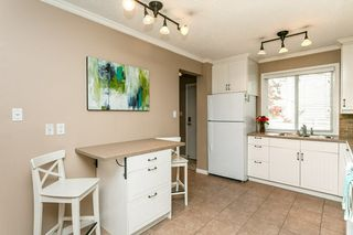 Photo 3: 824 ERIN Place in Edmonton: Zone 20 Townhouse for sale : MLS®# E4175830
