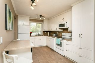 Photo 4: 824 ERIN Place in Edmonton: Zone 20 Townhouse for sale : MLS®# E4175830