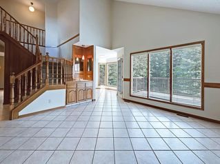 Photo 10: 219 Scenic Acres Drive NW in Calgary: Scenic Acres Detached for sale : MLS®# C4280317