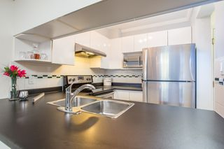"Photo 6: 411 3638 W BROADWAY in Vancouver: Kitsilano Condo for sale in ""CORAL COURT"" (Vancouver West)  : MLS®# R2461074"
