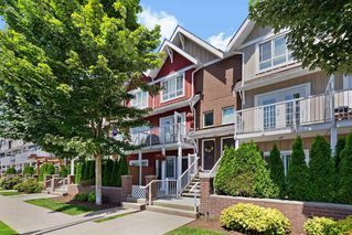 Photo 1: 309 1661 FRASER Avenue in Port Coquitlam: Glenwood PQ Townhouse for sale : MLS®# R2476544