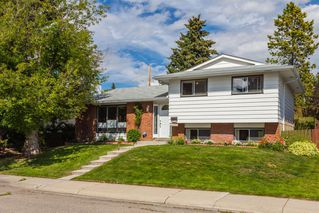 Main Photo: 404 Queensland Road SE in Calgary: Queensland Detached for sale : MLS®# A1039793