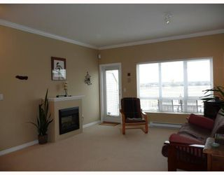 Photo 3: 9 13028 NO 2 Road in Richmond: Steveston South Townhouse for sale : MLS®# V683741