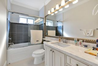 Photo 17: 6231 DANUBE Road in Richmond: Woodwards House for sale : MLS®# R2446308
