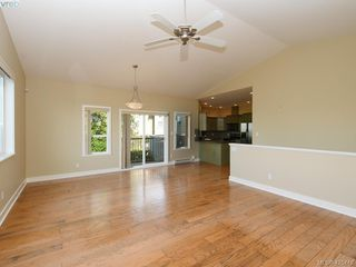 Photo 3: 525 Caselton Pl in VICTORIA: SW Royal Oak Single Family Detached for sale (Saanich West)  : MLS®# 838870
