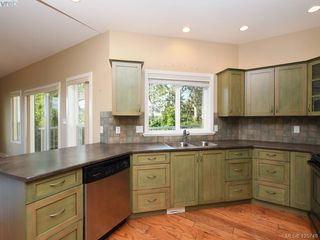 Photo 6: 525 Caselton Pl in VICTORIA: SW Royal Oak Single Family Detached for sale (Saanich West)  : MLS®# 838870