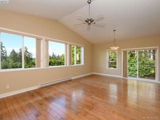 Photo 4: 525 Caselton Pl in VICTORIA: SW Royal Oak Single Family Detached for sale (Saanich West)  : MLS®# 838870