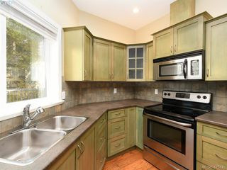 Photo 7: 525 Caselton Pl in VICTORIA: SW Royal Oak Single Family Detached for sale (Saanich West)  : MLS®# 838870