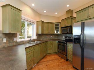 Photo 5: 525 Caselton Pl in VICTORIA: SW Royal Oak Single Family Detached for sale (Saanich West)  : MLS®# 838870