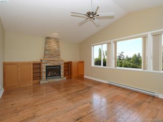 Photo 2: 525 Caselton Pl in VICTORIA: SW Royal Oak House for sale (Saanich West)  : MLS®# 838870