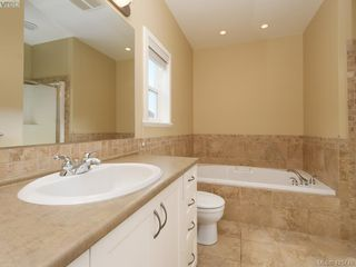 Photo 10: 525 Caselton Pl in VICTORIA: SW Royal Oak Single Family Detached for sale (Saanich West)  : MLS®# 838870