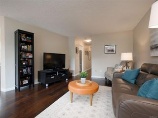 Photo 4: 103 1158 Fairfield Rd in : Vi Fairfield West Condo for sale (Victoria)  : MLS®# 854012