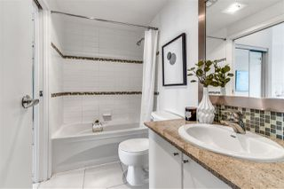 """Photo 10: 2203 1188 W PENDER Street in Vancouver: Coal Harbour Condo for sale in """"Sapphire"""" (Vancouver West)  : MLS®# R2526946"""