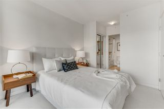 """Photo 8: 2203 1188 W PENDER Street in Vancouver: Coal Harbour Condo for sale in """"Sapphire"""" (Vancouver West)  : MLS®# R2526946"""