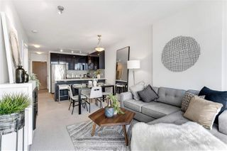 """Photo 5: 2203 1188 W PENDER Street in Vancouver: Coal Harbour Condo for sale in """"Sapphire"""" (Vancouver West)  : MLS®# R2526946"""