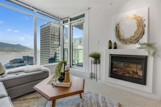 """Photo 2: 2203 1188 W PENDER Street in Vancouver: Coal Harbour Condo for sale in """"Sapphire"""" (Vancouver West)  : MLS®# R2526946"""