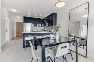 """Photo 6: 2203 1188 W PENDER Street in Vancouver: Coal Harbour Condo for sale in """"Sapphire"""" (Vancouver West)  : MLS®# R2526946"""