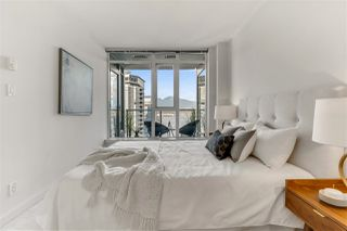 """Photo 7: 2203 1188 W PENDER Street in Vancouver: Coal Harbour Condo for sale in """"Sapphire"""" (Vancouver West)  : MLS®# R2526946"""