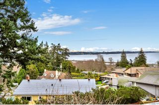 Photo 2: 300 Milburn Dr in : Co Lagoon House for sale (Colwood)  : MLS®# 862707