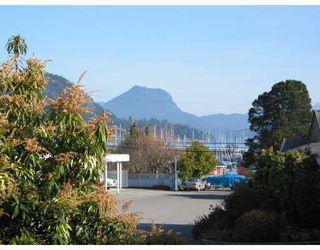 "Photo 2: 20 699 DOUGALL Road in Gibsons: Gibsons & Area Townhouse for sale in ""MARINA PLACE"" (Sunshine Coast)  : MLS®# V656190"