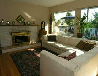 Photo 2: 903 E 4TH Street in North_Vancouver: Queensbury House for sale (North Vancouver)  : MLS®# V675465